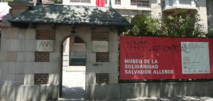 the entrance to museo de la solidaridad